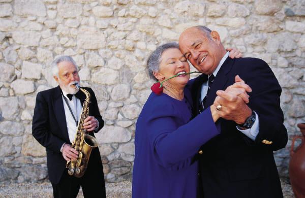 older-couple-dancing-1